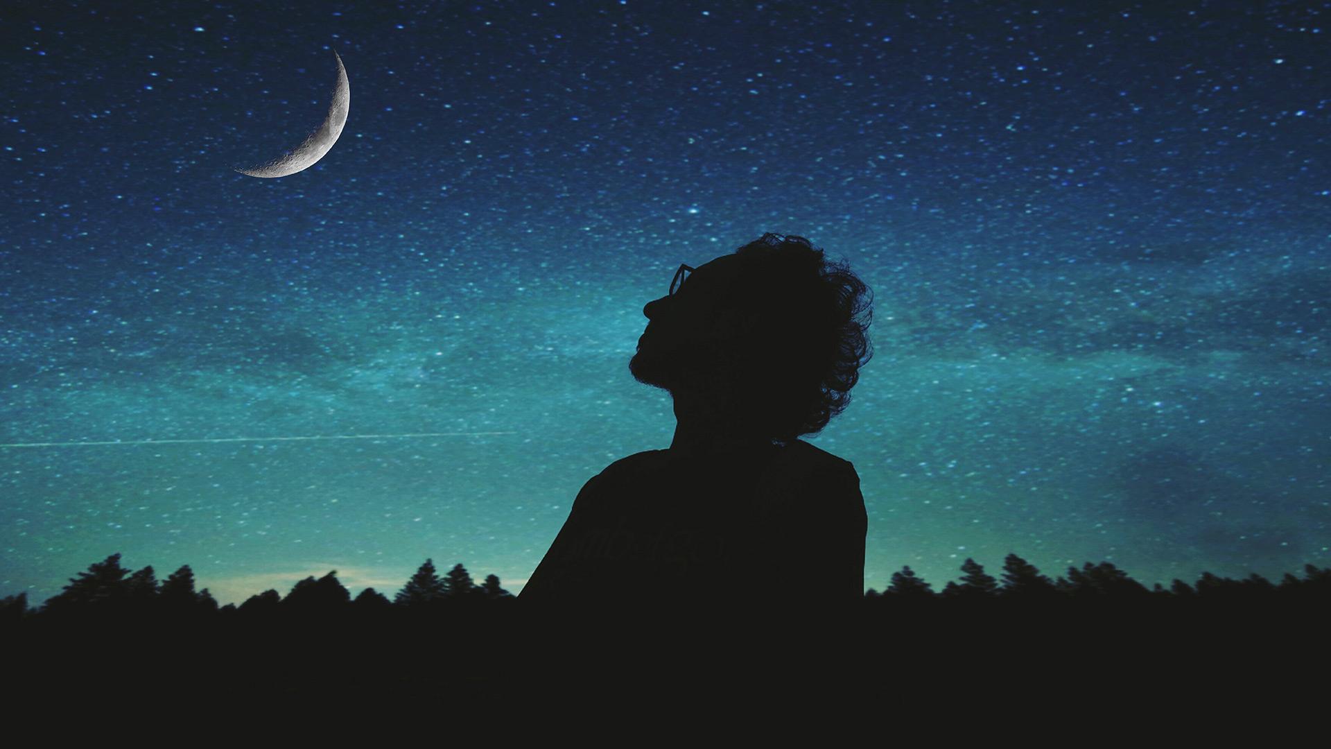 Photo homme pensif la nuit - Prottoy Hassan - Guide Intelligence artificielle