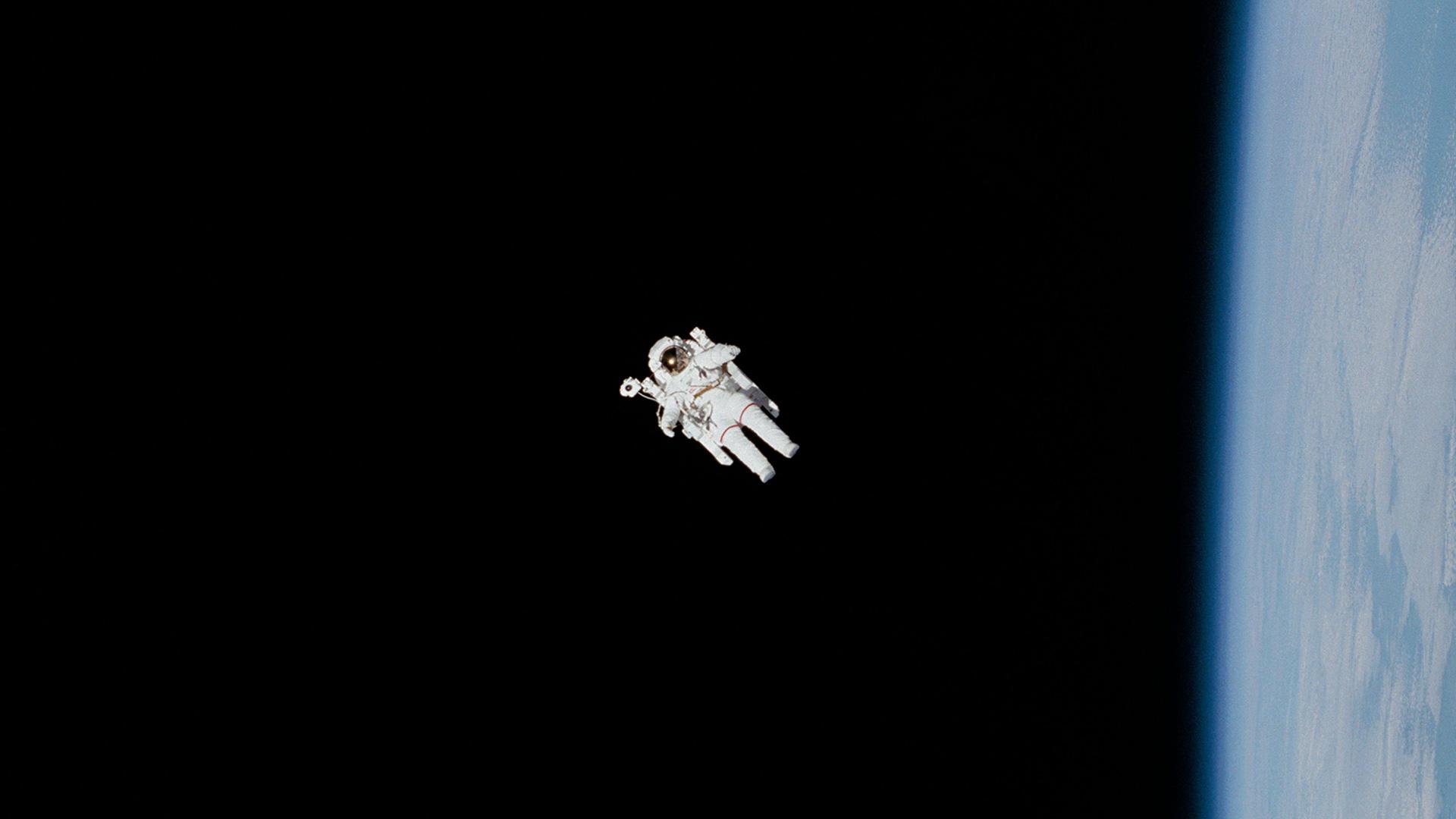 témoignages - photo de cosmonaute dans l'espace - nasa